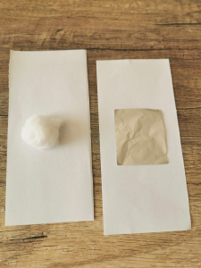 carte de memory avec coton et papier ponce